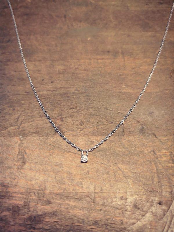 Collier en argent avec un diamant